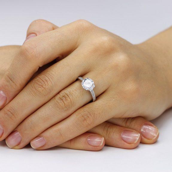 Inel de logodna argint Solitar cu cristale laterale TRSR008, Corelle