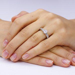 Inel de logodna argint Solitar cu cristale laterale mici TRSR031, Corelle