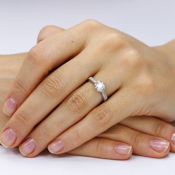 Inel de logodna argint Solitar cu cristale laterale mici TRSR123, Corelle